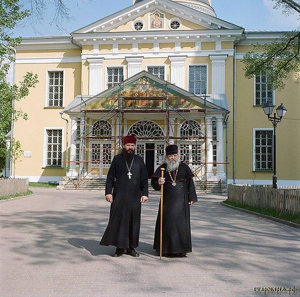 Епископ Евмений со своим сыном иереем Алексием Михеевым. Фото: Максим Шер / «Русская планета»